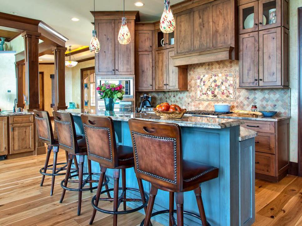 RS_heather-guss-rustic-kitchen-island_4x3.jpg.rend.hgtvcom.966.725