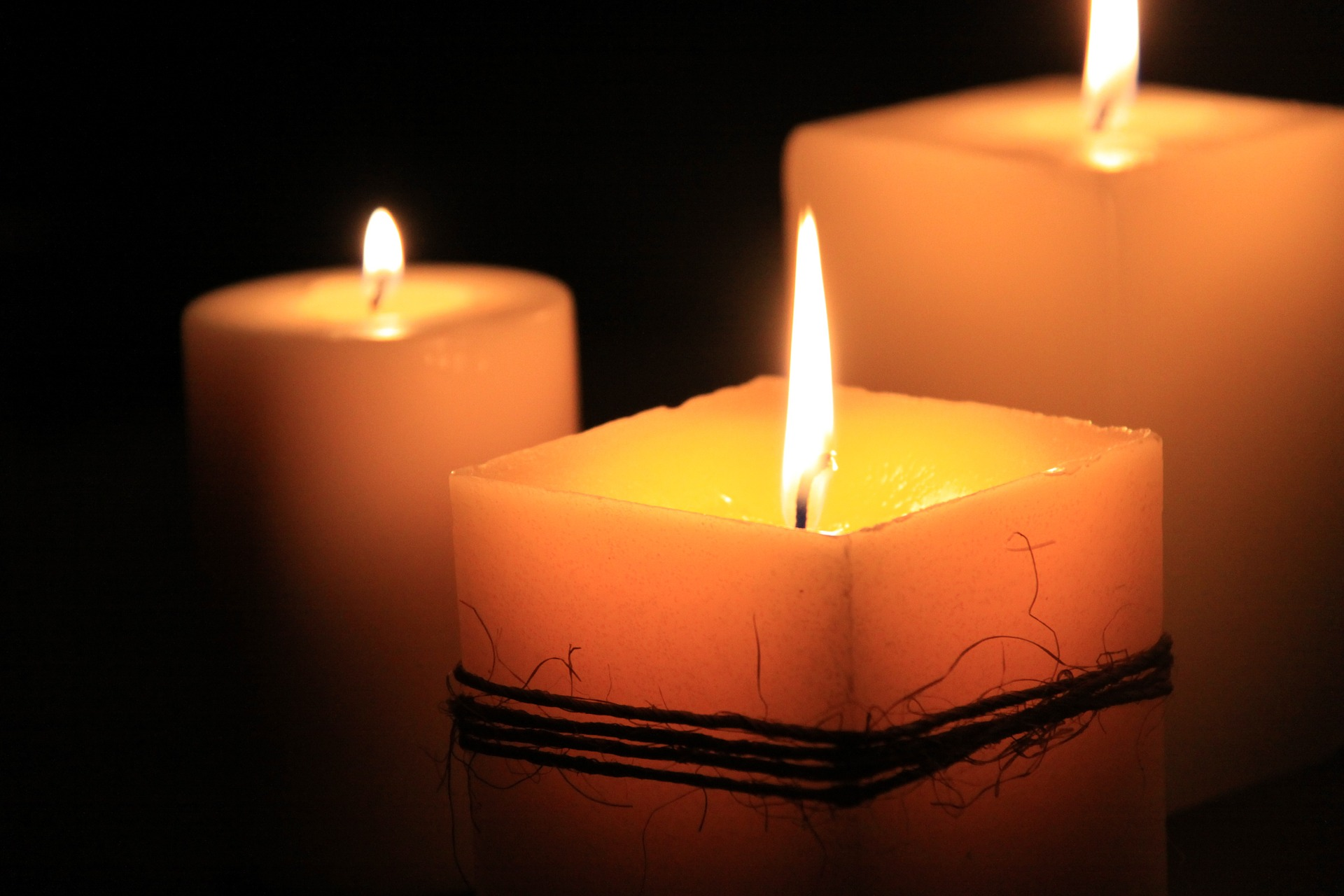 candles-1323090_1920