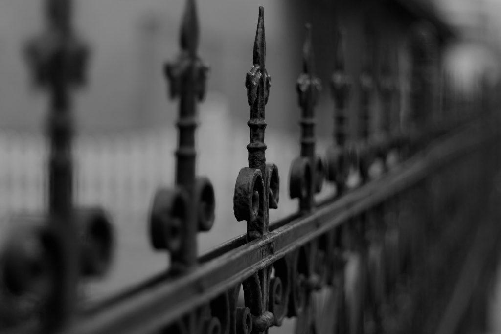 Metalna ograda od kovanog gvožđa