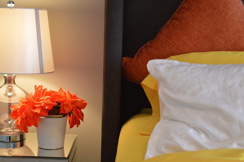 spavaća soba u zemljanim tonovima