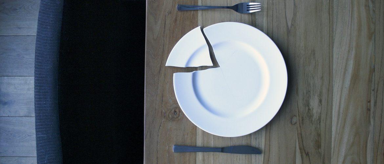 rešite se suvišnih i polomljenih stvari polomljen tanjir