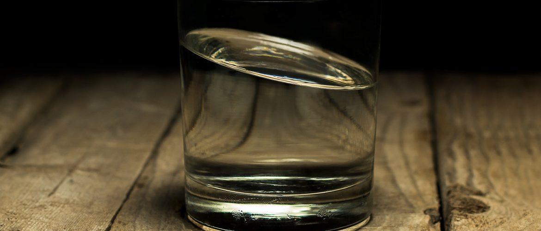 Feng shui Element Voda staklena čaša sa vodom