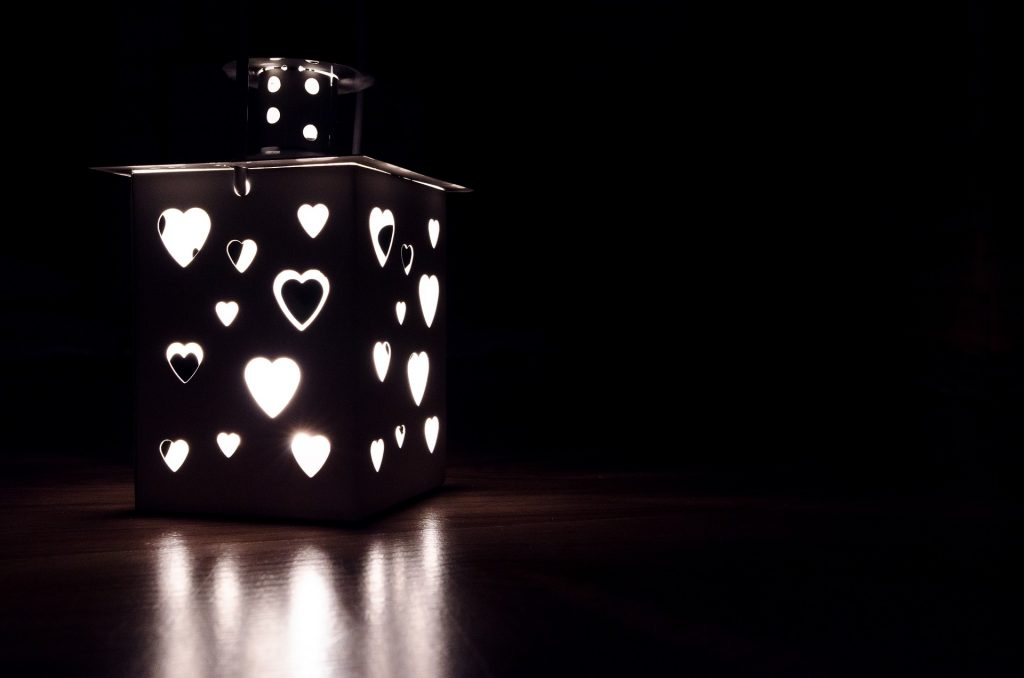 uljana-lampa-feng-shui-lek-aromaterapija-noću