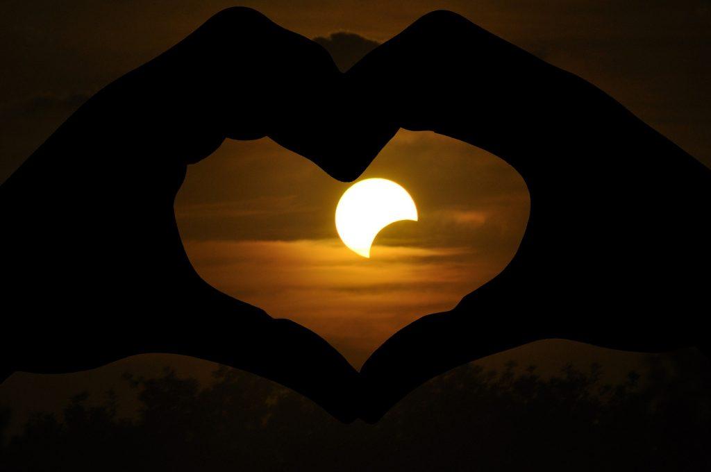 totalna solarna eklipsa